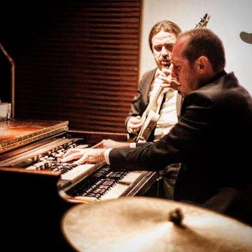 #followus on http://ift.tt/1IvSG2V #musica #shows #agenda #hammond #drums #guitar #gratidao #vintage #musiclife #funktastic #organtrio #jazzorgan #hammondb3 #guitarra #bateria #mudicaboa #cymbals #pratos #ride #instamusic #nowonsale #album #itunes #spotify #deezer #instagreat #follow #instamood #livemusicphotography: @ricpereira