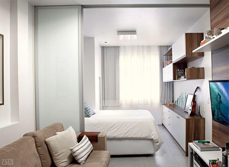 Móveis planejados integram ambientes em quitinete de 26 m² - Casa