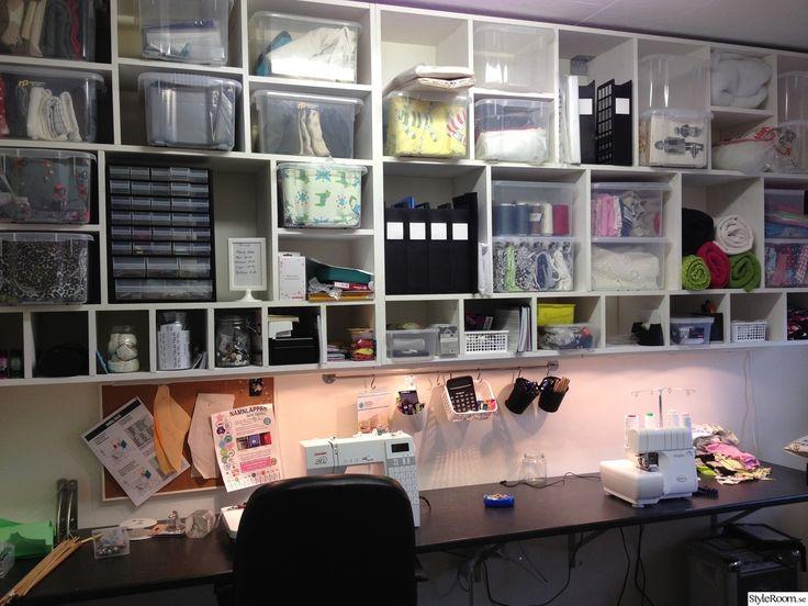 symaskin,sy,pyssla,syrum,förvaring,lådor,pysselrum,syhörna,pysselhörna,förvaringshylla,tygförvaring,sybord