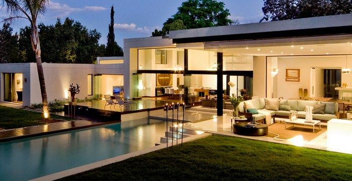Timeless modern house, with a layout suited to a contemporary lifestyle.
