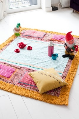 I love this picnic blanket. Not a tutorial, and the blog is in Dutch, but still! So CUTE!