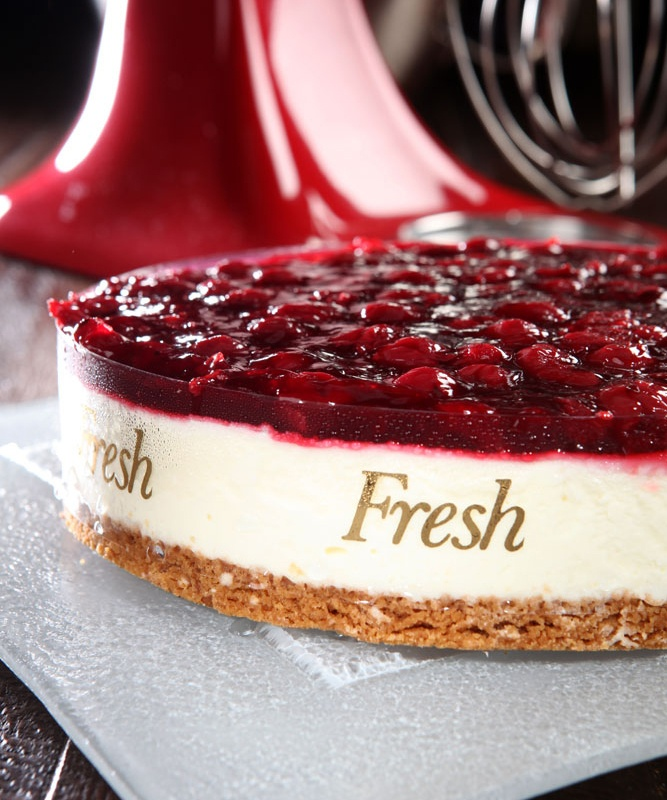 #cheesecake: crumble base with philadelphia cheese mousse and wild cherries - fresh pastry shop #Sweets #cakes #fresh #welovefresh