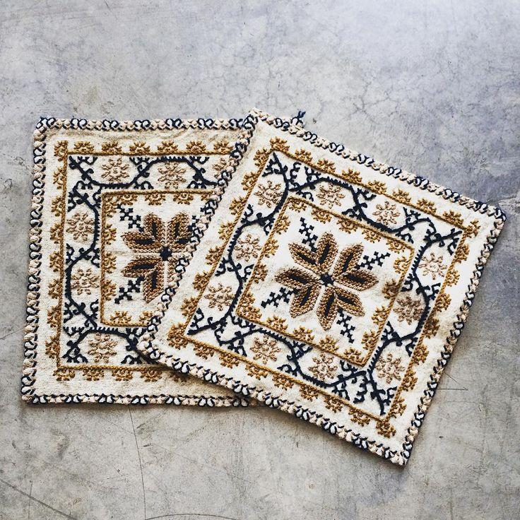 Fundas de lana, tejidas a mano.  Hecho en México.  Medidas 40x40cm #mexico #colors #summer #handmade #labazart #hechoamano