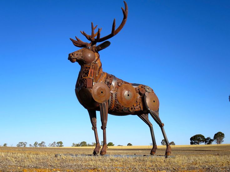 """""""The Red Deer"""" - Jordan Sprigg Sculptures. A tribute to the deer on the flag of the House of Baratheon on Game of Thrones."""