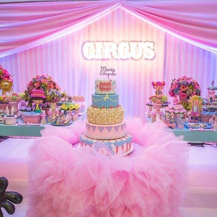 """ENTRE NA FESTA! Ranne Couto su Instagram: """"Festa Circo Rosa com uma mesa espetácular!!! Decoração maravilhosa de @georgiafestas """""""
