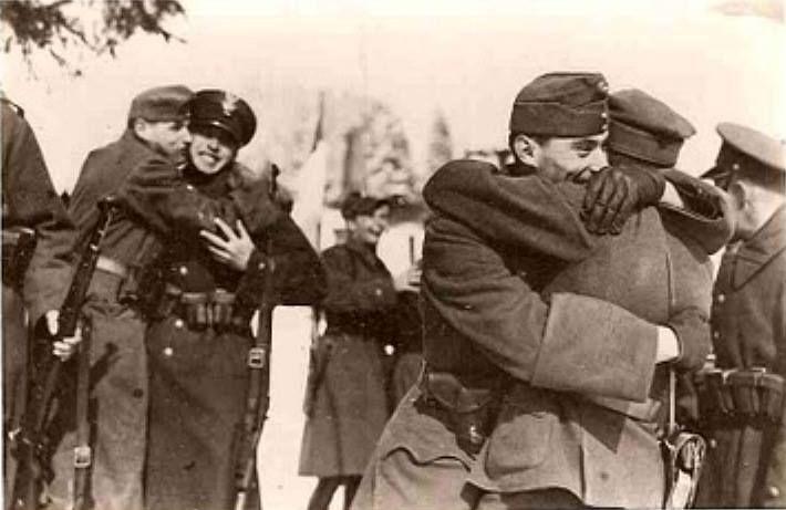 Spotkanie węgierskich i polskich żołnierzy na wspólnej granicy, 1938