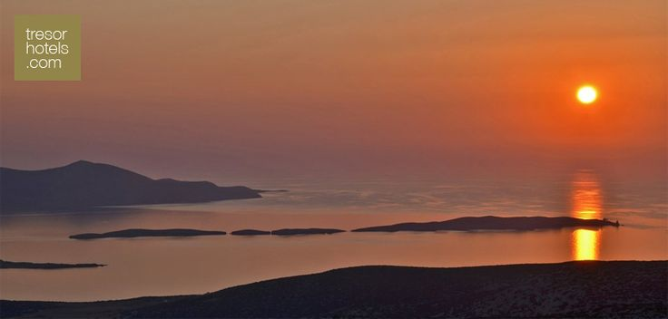 #Summer is never over.The #Aegean's butterfly, the beautiful #Astipalaia, offers us the unique experience to enjoy the colors of the sunset from its famous castle.