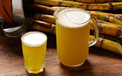 Caldo de Cana: is sugar cane juice where the liquid is extracted from sugar cane to make juice. It is made by grinding or squeezing sugarcane and removing (separating) the juice. The sugarcane juice can be found in street markets throughout the country. In some regions of the country, it is common to drink it mixed with fruits such as pineapple or lemon.