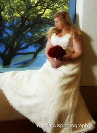 Mike Lewis Weddings > April & Kenny Wedding at Fort Worth Museum of Science and History > Bridal at Museum