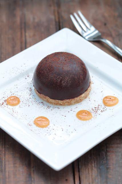Dôme de mousse au chocolat coeur de caramel coulant - On dine chez Nanou ...