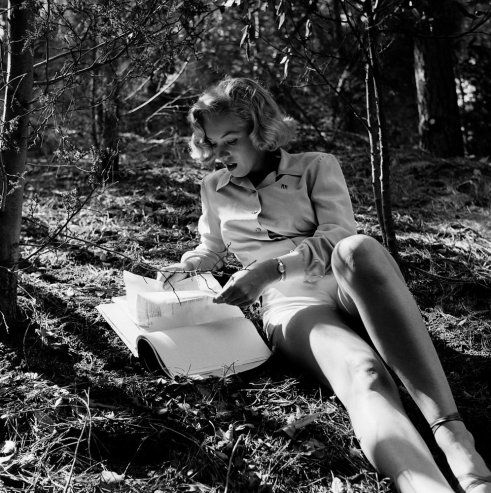 Marilyn Monroe reading book in Griffith Park, California, 1950