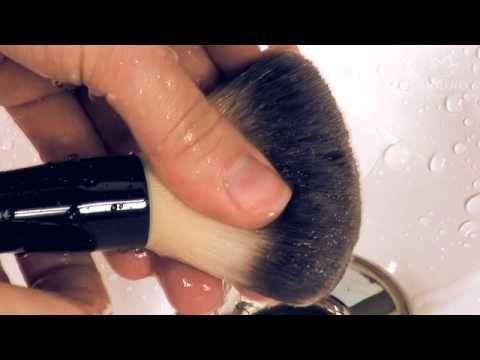 Como limpar seus pincéis de maquiagem