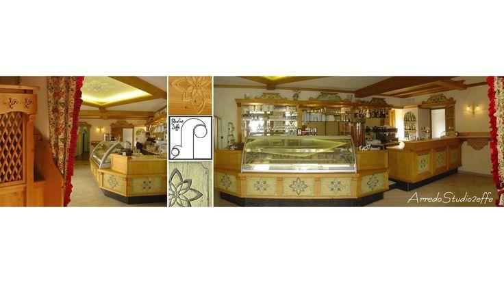Bar - Gelateria con decori in legno anticato e decorato a mano