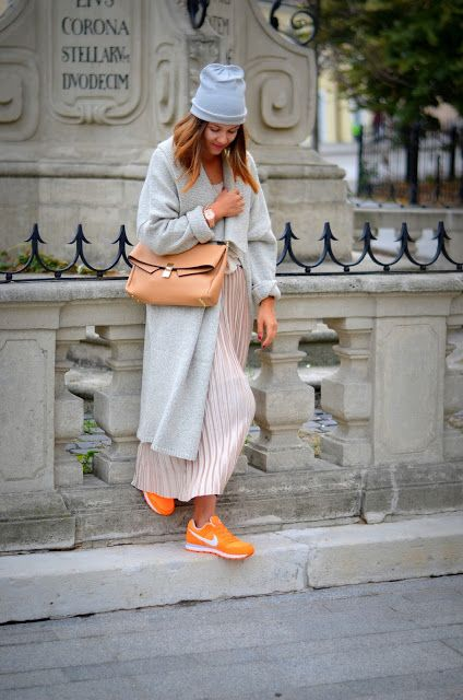 Pleated skirt and sneakers with oversized. Slovak lifestyle blogger in a streetstyle outfit.