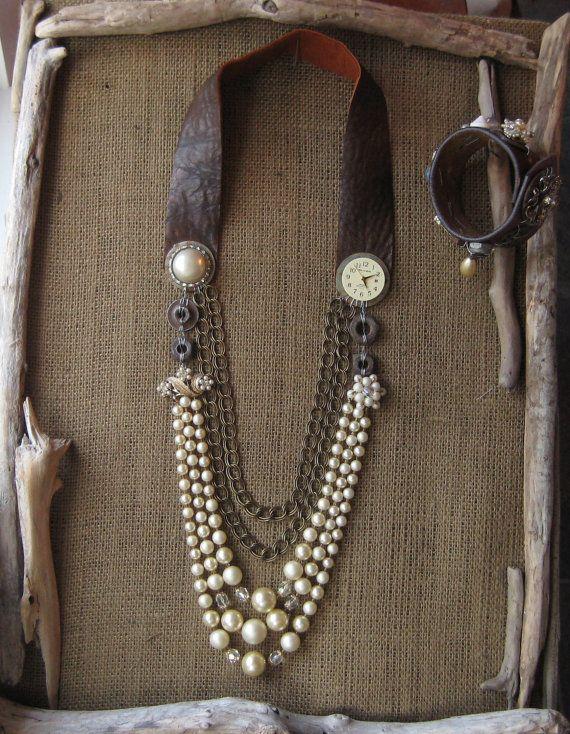 Collier Vintage upcycled, Faux Pearls, Steampunk, bijoux Vintage et montre, Repurposed Hardware, cuir