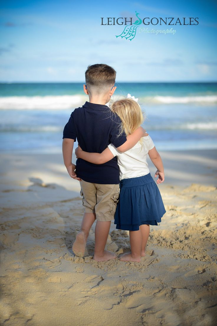 Leigh Gonzales Photography | Family Beach Photographer | Oahu Hawaii | Brother & Sister | PORTFOLIO--(have to get a pic of my boys like this this summer!!!:)