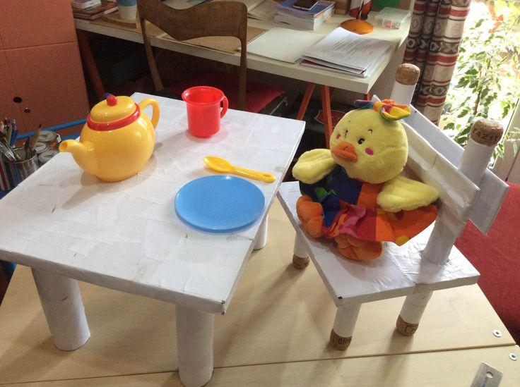 Tavolino e sedia per bambole... #byCristinabambinocreativo.