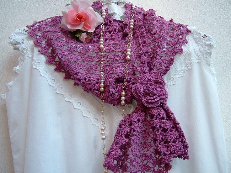 Sciarpa in pizzo stile boho chic. Sciarpa all'uncinetto in cotone color ciclamino. Accessorio moda donna. Crochet femminile : Sciarpe, foulard, cravatte di i-pizzi-di-anto