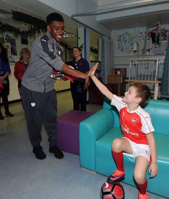 "Alex Iwobi Happy to Visit Patients And Staff At The Whittington Hospital shares Photo on Twitter  Alex Iwobi Happy to Visit Patients And Staff At The Whittington Hospital shares Photo on Twitter  Super Eagles of Nigeria and Arsenal midfielder Alex Iwobi was also not left in carrying out a work of charity this festive period as he took to his Twitter account to share a photo in which he tagged it ""Had A Great Time Today Visiting Some Of The Patients And Staff At The Whittington Hospital. ""…"