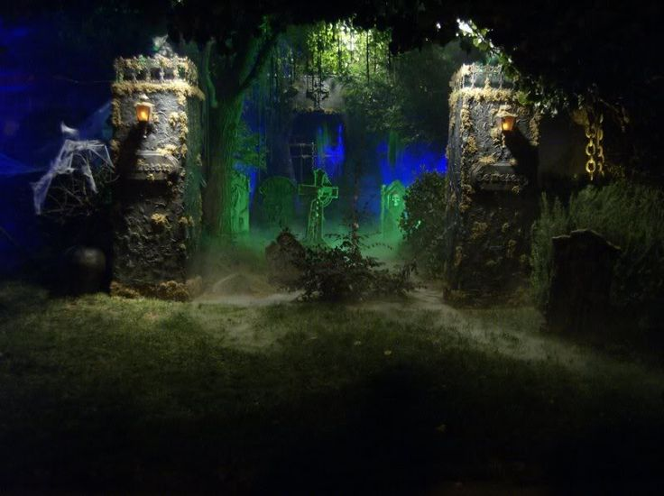 love the green lighting steve parmleys ratt witch sisters and yes thats how he spells it - Halloween Lighting Ideas