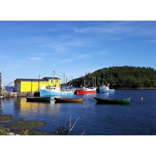 【reikowilkes】さんのInstagramをピンしています。 《Nova Scotia💙❤💛 • • #ocean #boat #colorful #bluesky #fishingboats #novascotia #canada #海 #ボート #カラフル #青い空 #漁船 #ノバスコシア州 #カナダ》