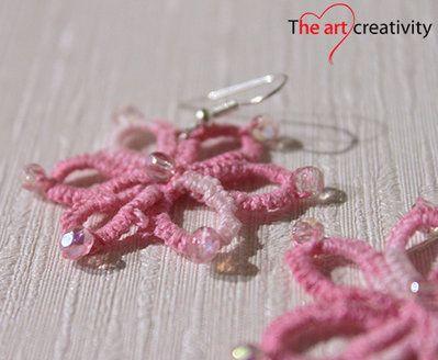 Orecchini a fiore con tecnica a chiaccherino di colore rosa sfumato bianco. #filo #cotone #flower #perle #chiaccherino #orecchini