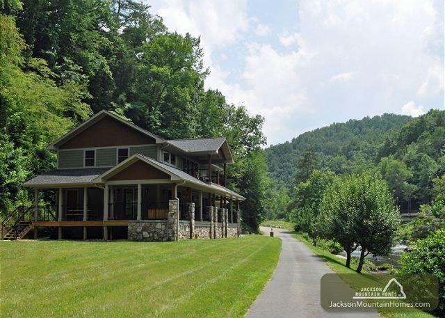 Gatlinburg vacation rental chalet river memories for Jackson cabins gatlinburg tenn