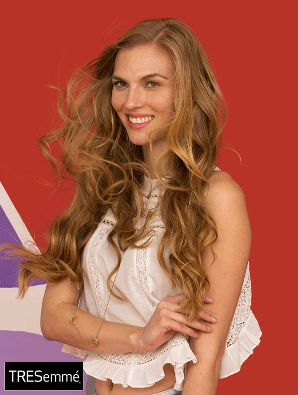 We don't know about you, but our favorite hairstylist is a warm Pacific breeze. Let your waves do their thing when you style them with our super lig