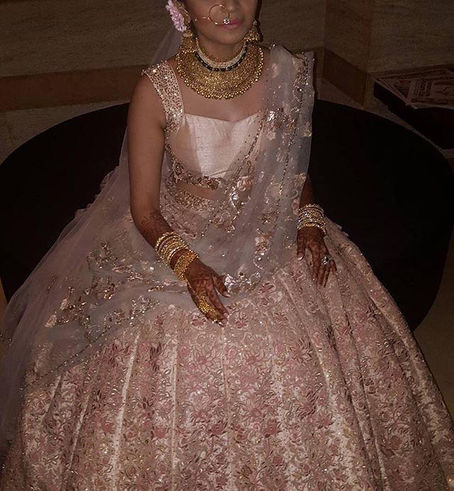 #Repost @hemali8786 ・・・ #bride #beautiful @binotii #nofilter #shyamalbhumika #bridallehenga #serene