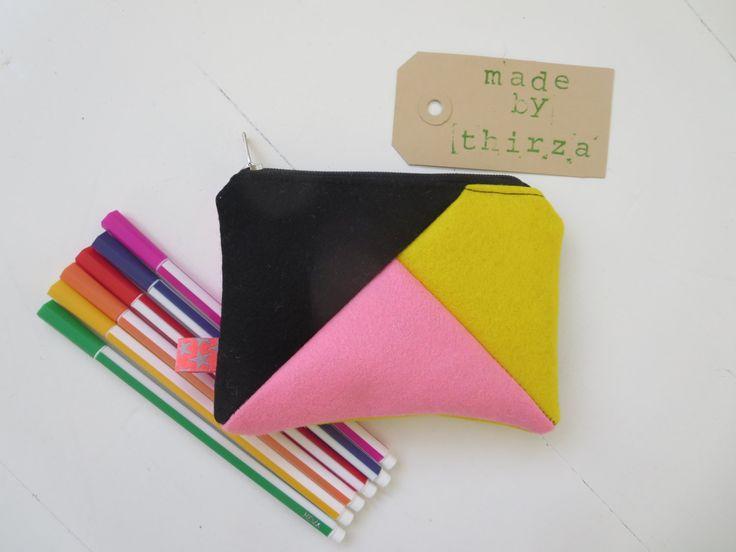 Handgemaakte portemonnee van 100% wolvilt in roze en geel door madebyThirza op Etsy