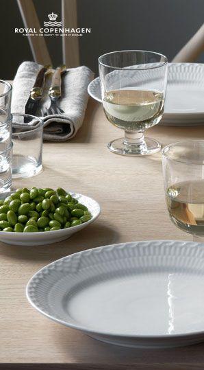 Nyt i Inspiration. Nu har vi også Hvid Halvblonde tallerkner. #inspirationdk #borddækning #inspiration