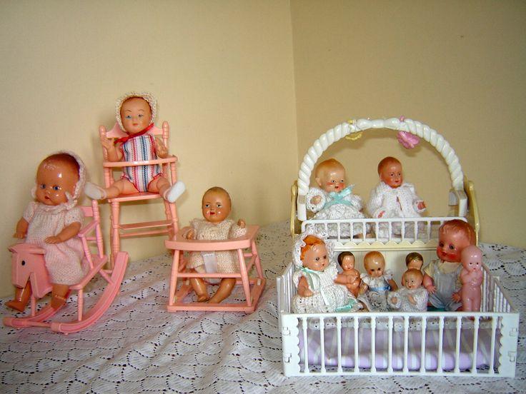 les 98 meilleures images du tableau meubles poup es sur pinterest poup es anciennes maisons. Black Bedroom Furniture Sets. Home Design Ideas