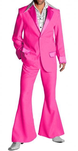 Costume abito uomo fucsia anni 70, moda Hippie spettacolo Pop Orchestra Rock. Giacca pantaloni a zampa. Completo con colletto rever patelle tasche e polsi in raso lucido. Polyestere 100%