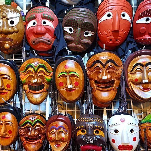 Korean traditional masks  #seoul #instatravel #traveltheworld #traveldaily #worldtrip #asia #korea #korean #globetrotter #goabroad #girlswhotravel #streetphotography #holiday #archilover #architecture #traveltheworld #exploretocreate #ourplanetdaily #nomadephotographers #wakacyjnipiraci #wanderlust #wakacje #findyourself #igerskorea #digitalnomad #weliketotravel #market #mask