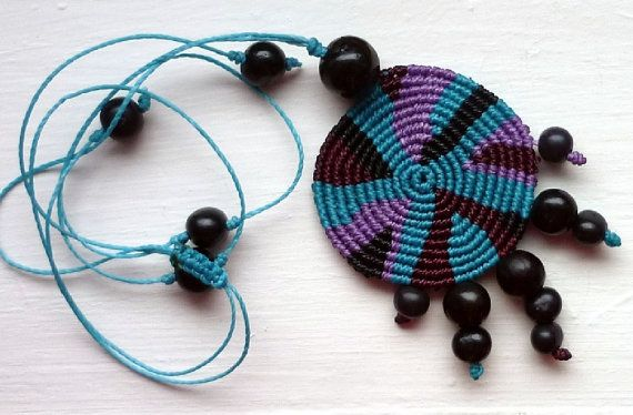 "Macrame necklace ""Redondo"" with natural seeds"