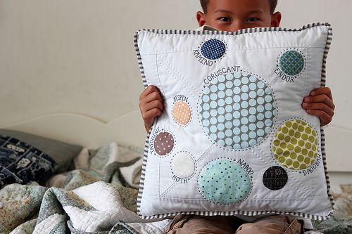 Nicholas and his Star Wars pillow | Flickr – Condivisione di foto!