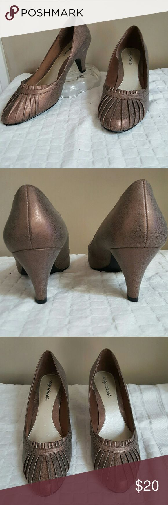 "Easy Street Comfy Heels sz 11 WW Wide Width Very comfortable & stylish 3"" heel.  In excellent condition. Color is exctly as pictured. Easy Street Shoes Heels"