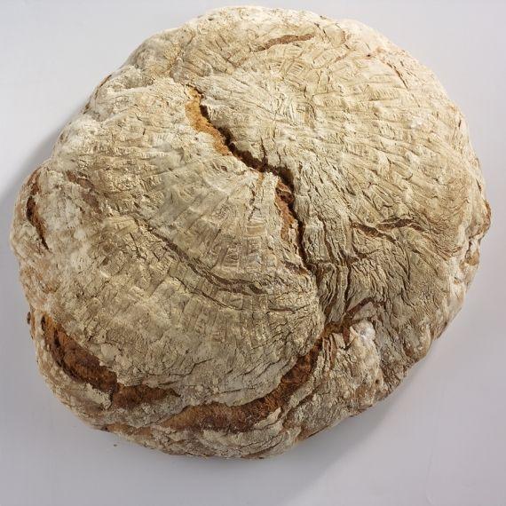 Chleb weselny mały Mocno wypieczony, chrupiący z porowatym miękiszem. Dla całej rodziny. Waży 2kg.
