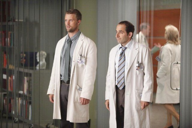 Still of Peter Jacobson and Jesse Spencer in House M.D. (2004)