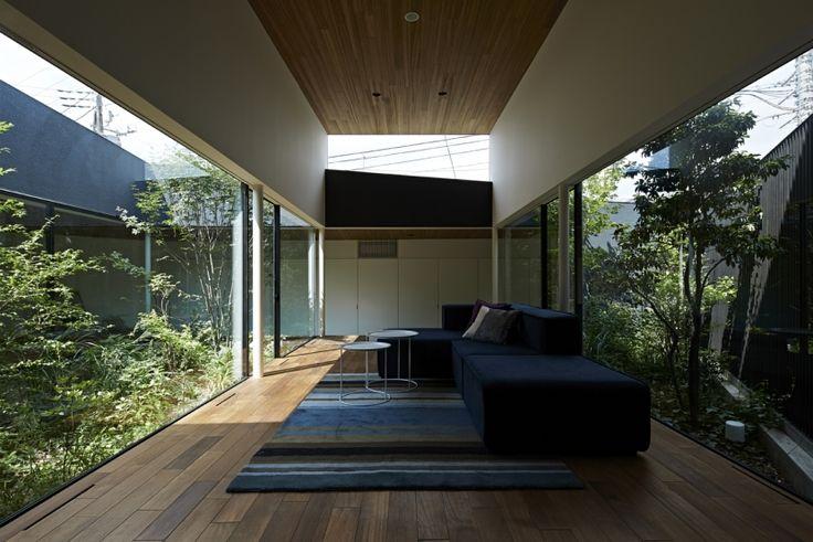 東村山の家の部屋 雑木林の中のソファー