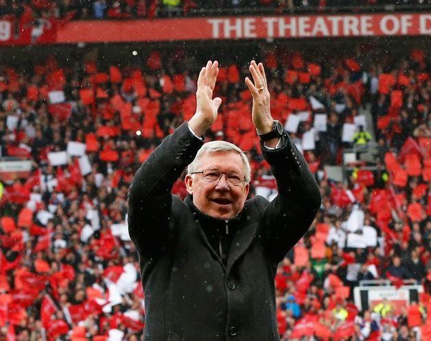 Alex Ferguson despede-se do público de Old Trafford pela última vez. (© © REUTERS / Phil Noble)