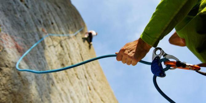 Cintas Express ¿Cierres opuestos o los dos hacia el mismo lado? #escalada #decathlon http://blog.escalada.decathlon.es/72/cintas-express-cierres-opuestos-o-los-dos-hacia-el-mismo-lado