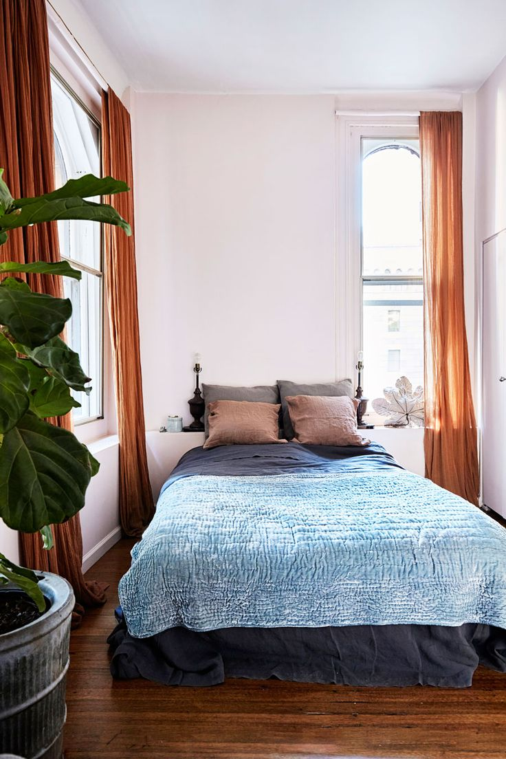 Kirsten Kjær Weis älskar att vara hemma. I lägenheten på Manhattan finner hon ro bland toner av rosa, dansk design och vintagefynd.