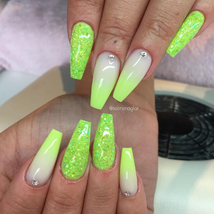 Grey neon lime green nails. Ombre med Frosted Pink och