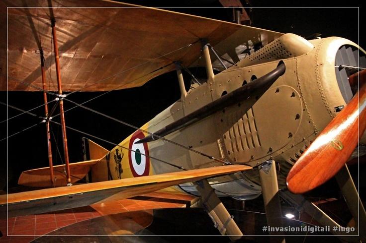 Lo Spad di F. Baracca con lo stemma del Grifo, la squadriglia di cui faceva parte il celebre aviatore #invasionidigitali #lugo