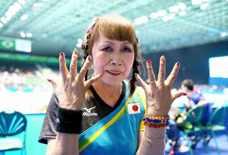 卓球女子シングルス予選の試合後、ブラジルと日本の国旗をあしらったネイルを見せる別所キミエ=金川雄策撮影 #リオ五輪 #パラリンピック