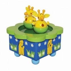 Muziekdoosje dansende girafjes. De girafjes draaien en dansen gezellig op dit speeldoosje in het rond als het muziekdoosje aan het afspelen is.