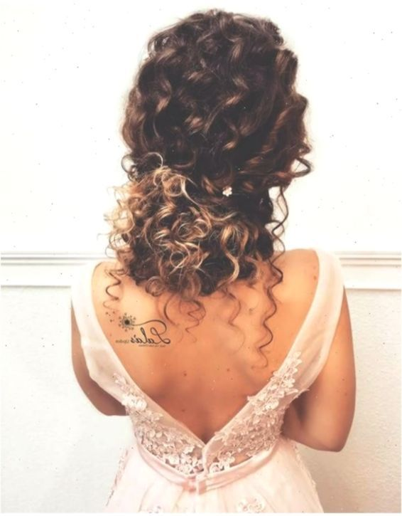 Natural Hair Brides Hairstyles Wedding Hairstyles In 2020 Curly Hair Styles Naturally Short Natural Curly Hair Curly Hair Styles Easy