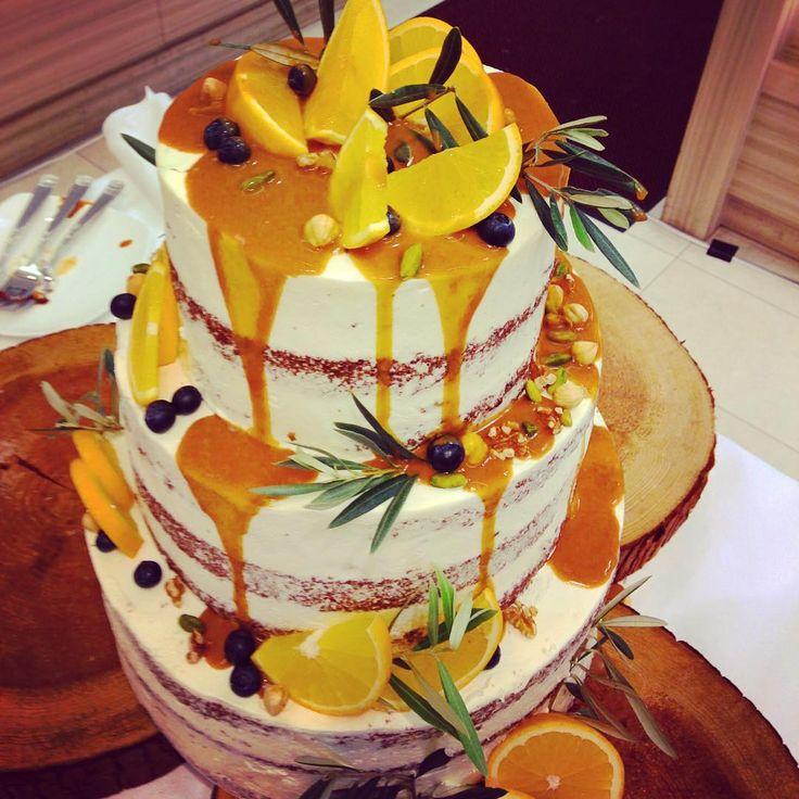 プレ花嫁はぜひ検討を♡いまウェディングケーキは「ネイキッド」が旬! - Locari(ロカリ)