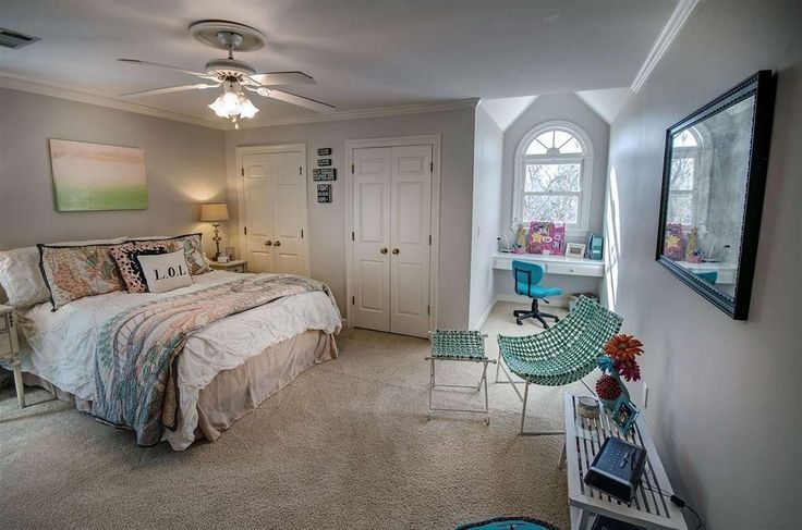 Transitional Kids Bedroom with Carpet, Crown molding, flush light, Ceiling fan, High ceiling